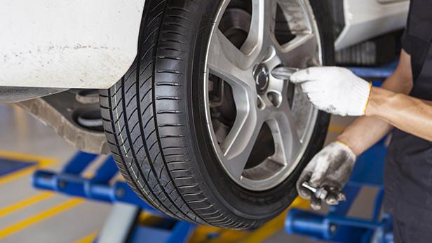 タイヤ交換作業及び倉庫整理