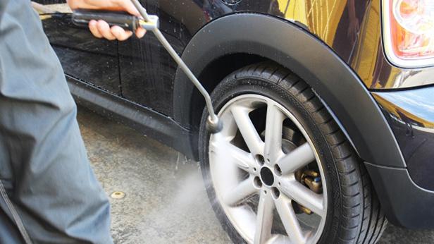 レンタカー洗車作業